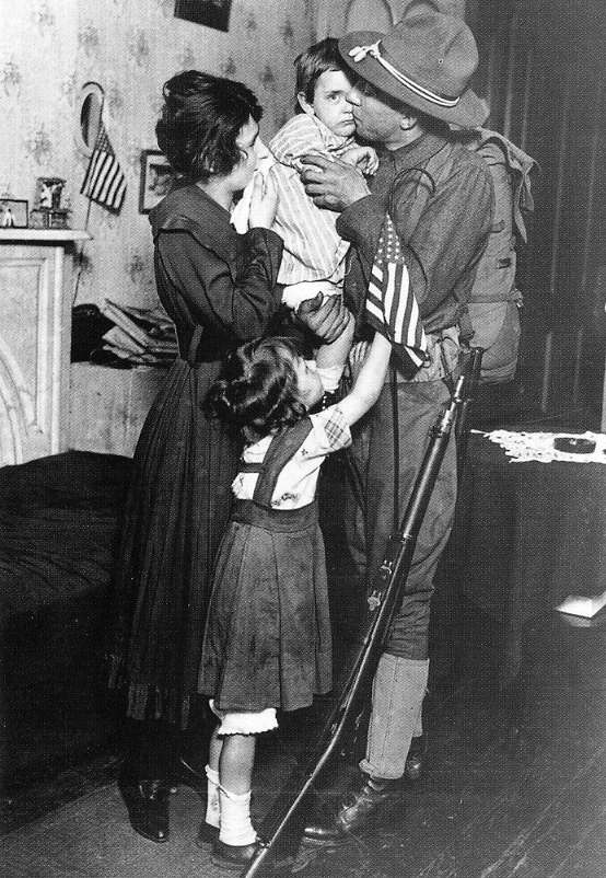 US soldier saying goodbye to family